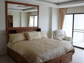 971 hand made high rise king bed view talay 5 beach front by dancewatchers.com Pattaya condo rentals_resize